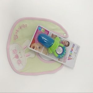 Vitamins Bib And Munchkin Food Feeder